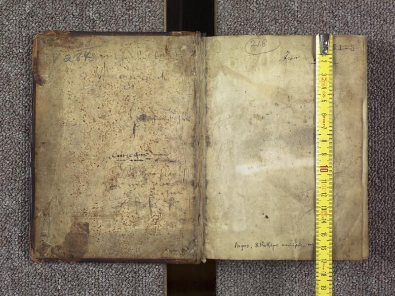 ANGERS, Bibliothèque municipale, 2104, contreplat supérieur - f. 001 avec réglet
