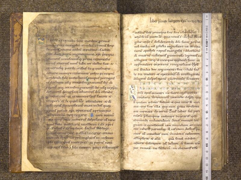 CHANTILLY, Bibliothèque du château, 0016 (1143), f. 001v - 002  avec réglet