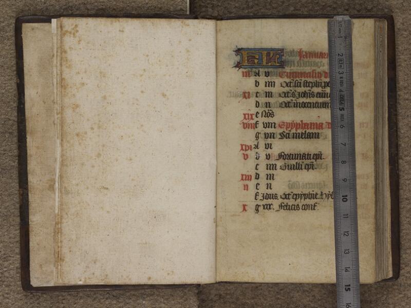 FECAMP, Musée du Palais Bénédictine, A.10.012, garde verso - f. 001 (avec réglet)