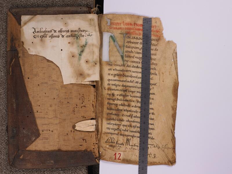 SEES, Archives diocésaines, 012 (T. q. 3), f. 000Av - f. 001r avec reglet